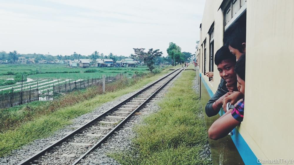 Birmanie : le train circulaire de Yangon, un train pas comme les autres