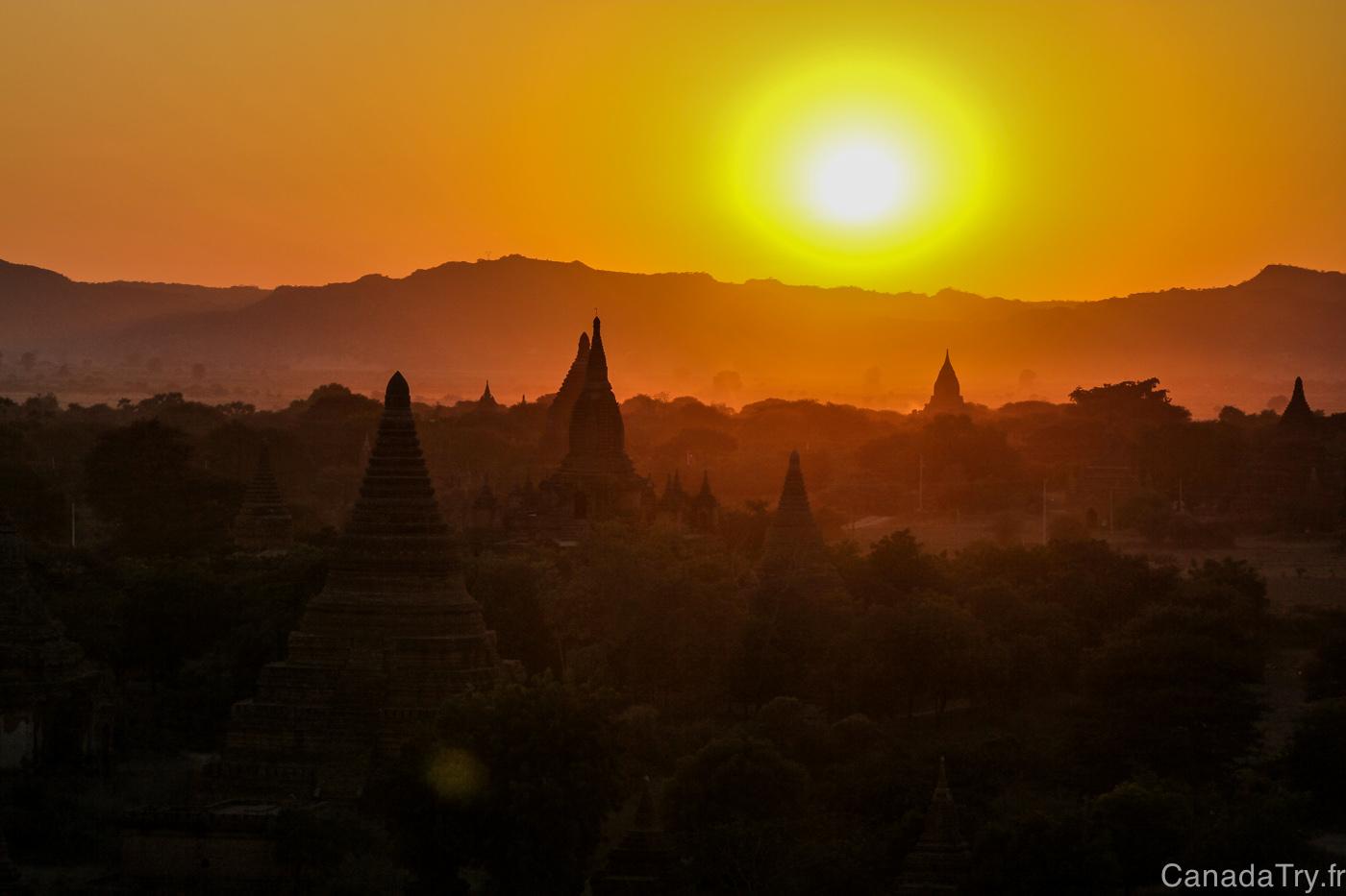 Birmanie : la magie d'un coucher de soleil à Bagan
